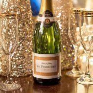 シャンパンのボトルとグラス