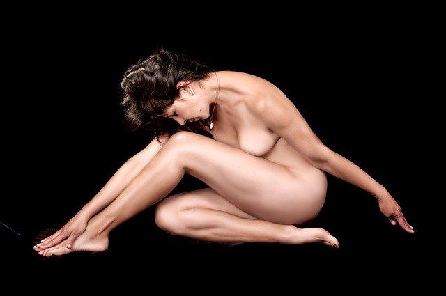 スタイルの良い女性の裸